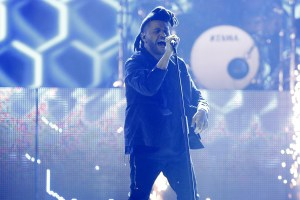 "The 2016 JUNO Awards.   The Weeknd performs ""Actuainted"" and ""Might Not"".  Scotiabank Saddledome, Calgary, AB. April 3, 2016."