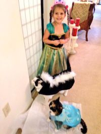 Merovence: Family Pet ((Halloween)) Fashion Show!