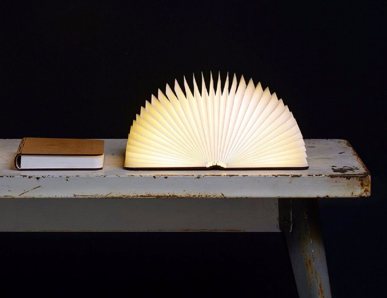 Boog Lamp Lumio Book Lamp » Gadget Flow