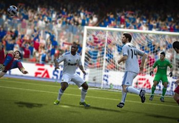 FIFA12_NG_Messi_overheadkick--article_image