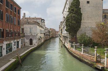 Modern Venitian Waterway (Didier Descouens) - A Toccata of Galuppi's - Robert Browning - art, time, death, commodity