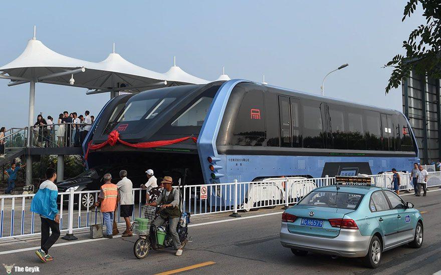 qinhuangdao-cin-yol ustunden giden tramvay 1