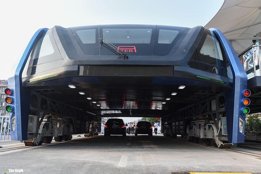 qinhuangdao-cin-yol ustunden giden tramvay 2