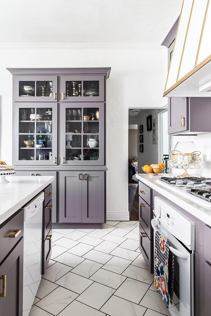 Stylish Kitchen Cabinet Pulls An Elegant But Easy-going Kitchen Makeover | Glitter Guide