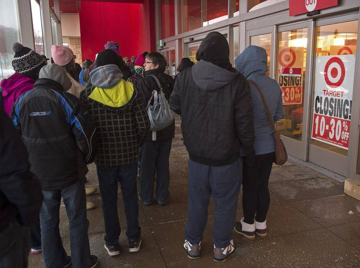 Liquidation World Toronto Crowds Of Shoppers Brave Cold For Target Liquidation Sale