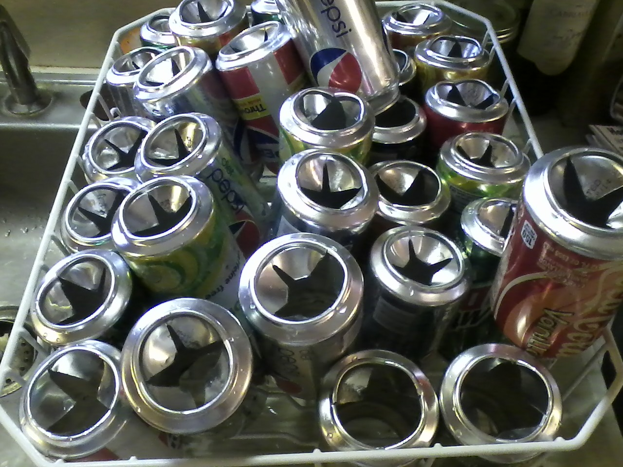 Diy Solar Panels Soda Cans Diy Soda Can Solar Heater Thegogreenspot