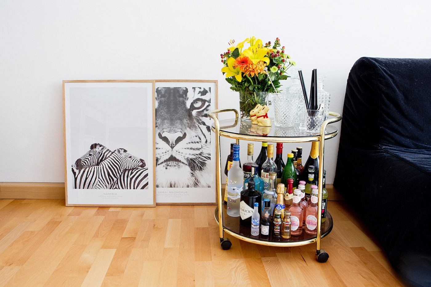 Zebra Bilder Wohnzimmer English News From The Living Room Safari Poster Bar Cart