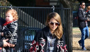 Jessica Alba Christmas Tree shopping with family