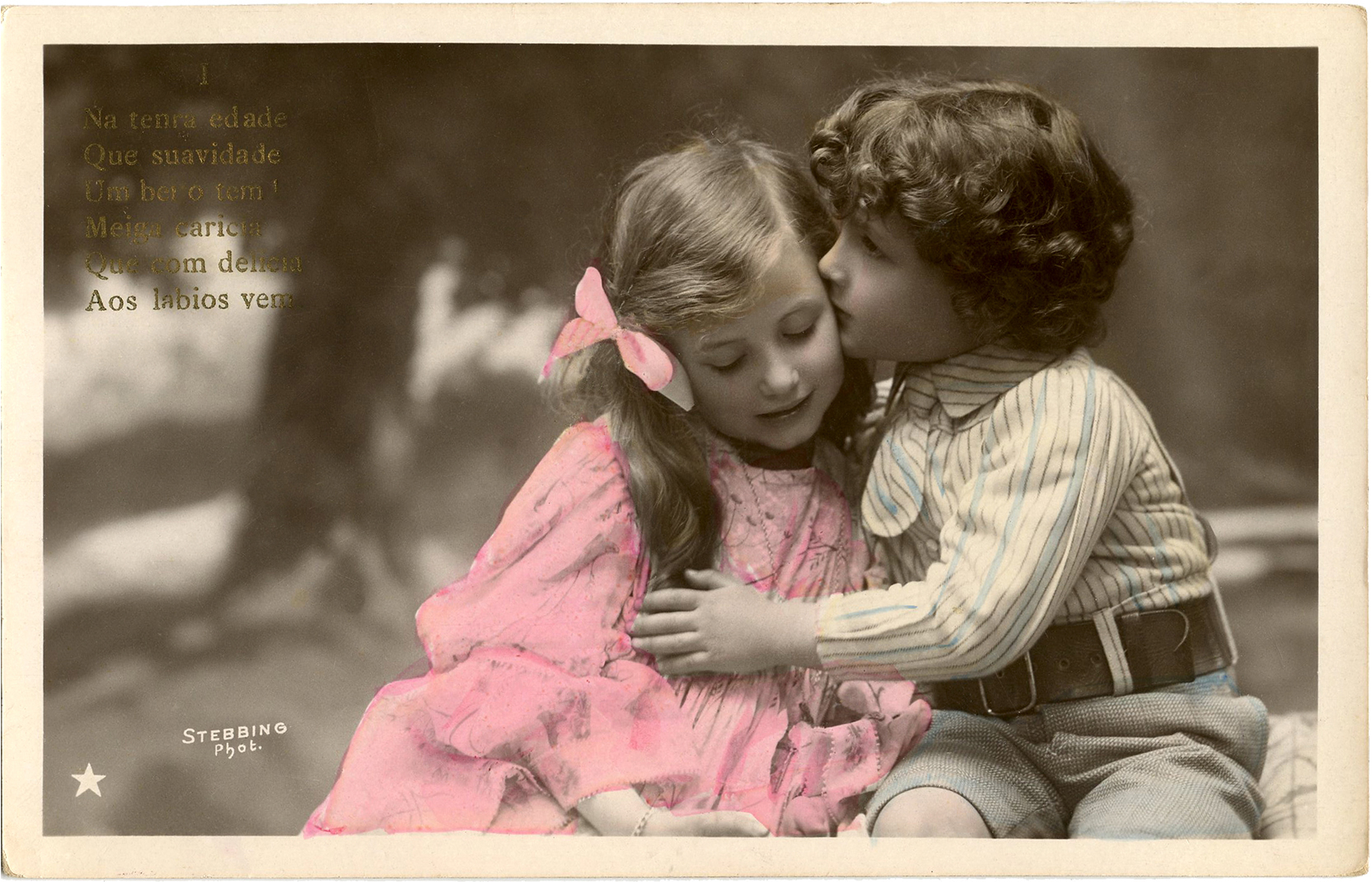 Cute Couples Holding Hands Hd Wallpapers Sweet Kiss Image Old Photo The Graphics Fairy