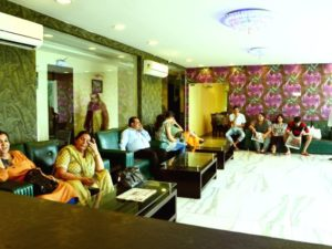 Deluxe-Room-King-Size-Beds-hotels-in-haridwar-reception