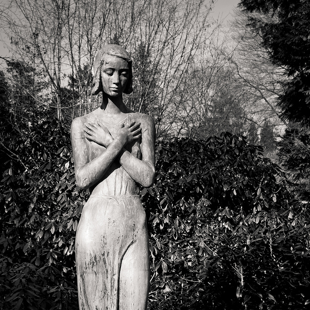 skinny statue black and white