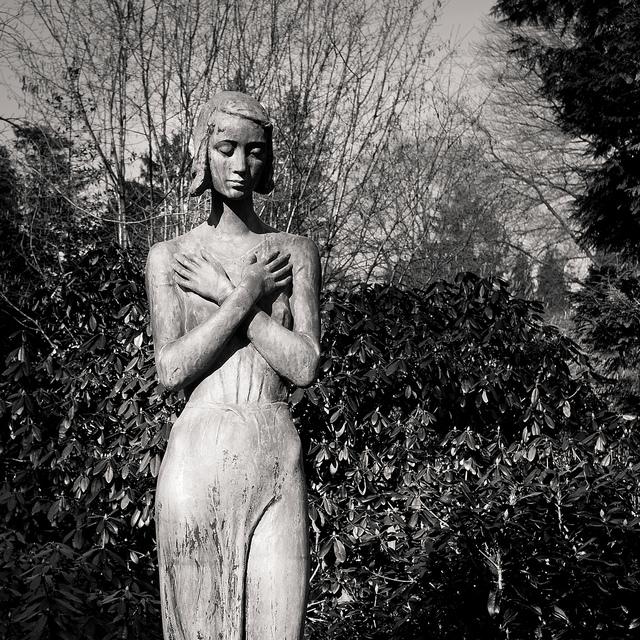 skinny statue black and white