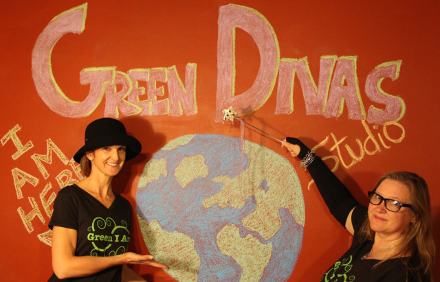 green divas and earth for green radio