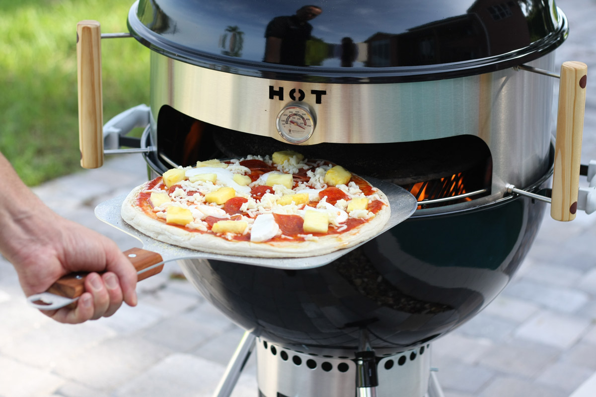 Weber Pizza Kettlepizza Turns A Kettle Grill Into An Outdoor Pizza