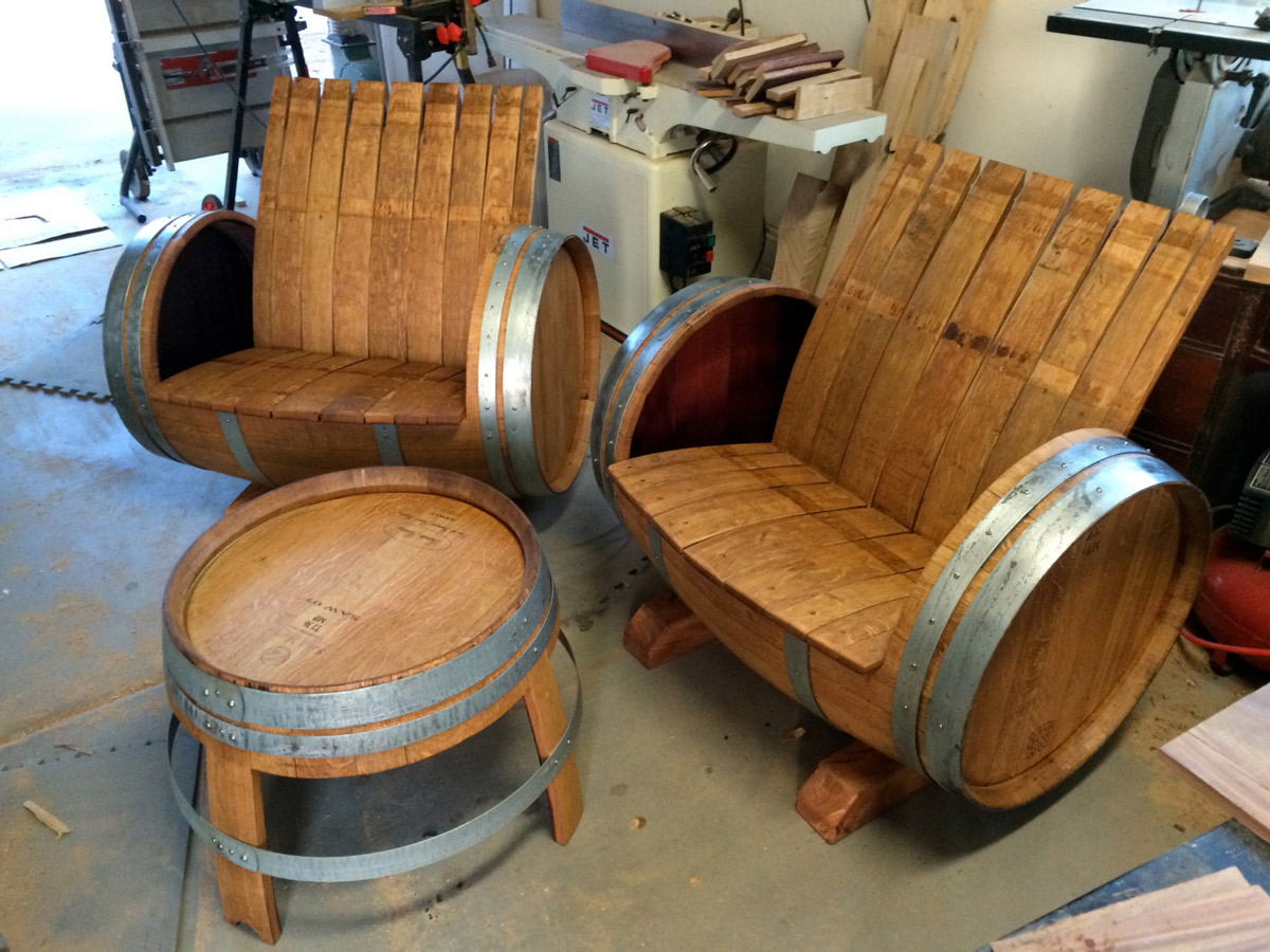 Schommelstoel Kuip Wine Barrel Chairs And Table Thegreenhead