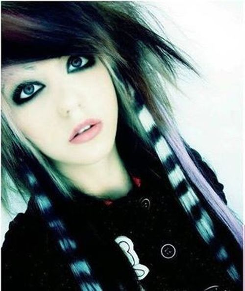 Black emo hairstyles for girls with white bang