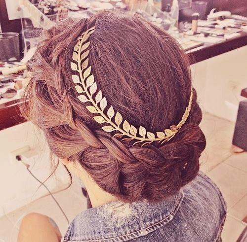 Braided crown with Laurel wreath