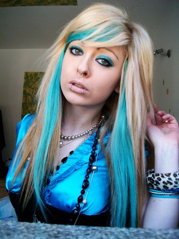 Long blond hair with thick fringe and azure side locks