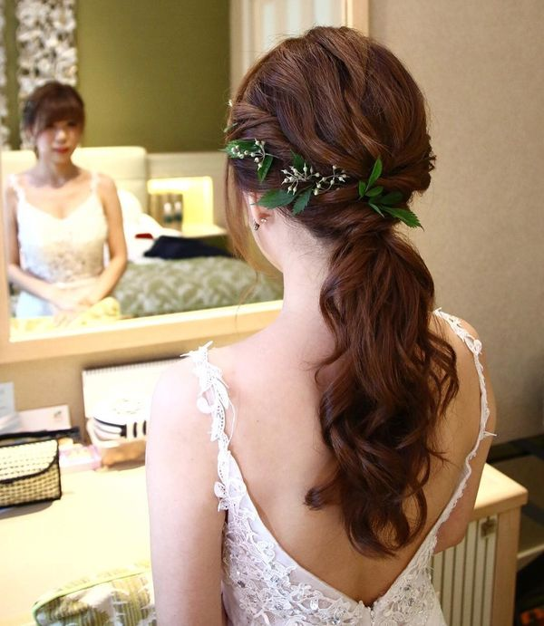 Twisted Ponytail with Green Leaves Design