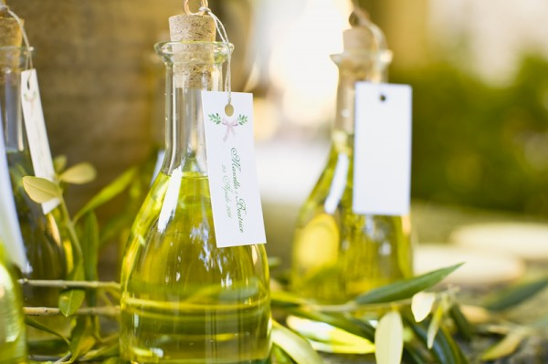 Infused Olive Oil: Homemade Christmas Gifts - The Happy Housewife