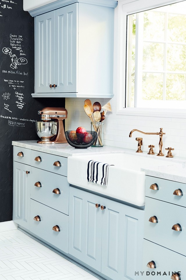 Can You Use Chalk Paint For Kitchen Cabinets 10 Stunning Farmhouse Kitchens With Coloured Cabinets