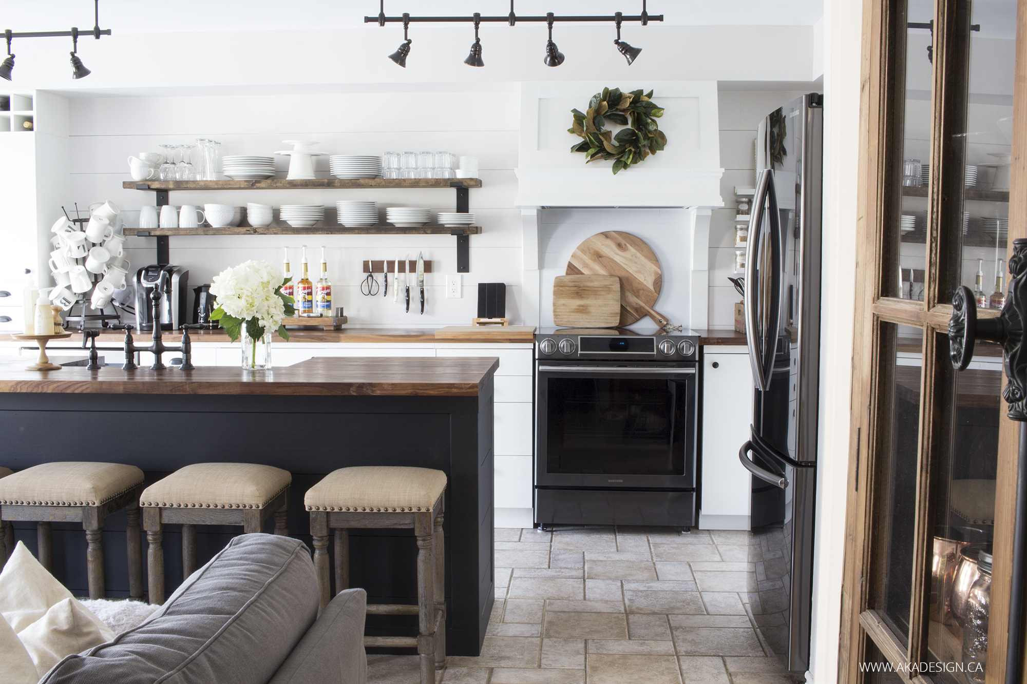 Especial Coloured Islands Happy Housie N You Will Swoon Over This Black Island Via Aka Design Her Farmhouse Kitchen Makeover Is Ionfor Kitchens Black If You Are A Fan houzz-02 Gray And White Kitchen