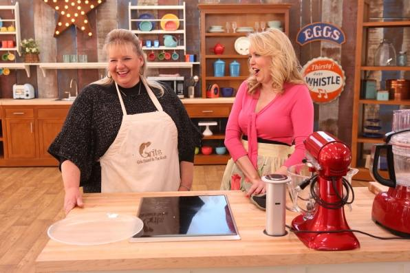 Francine and Darlene having fun during the finale. image from cbs.com