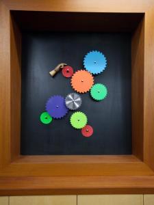 Bex's Cool Neon Hand Sculpture from Design Star