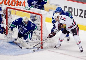 Patrick Sharp vs Roberto Luongo : APR 15 Western Conference Quarterfinals - Blackhawks at Canucks - Game 2