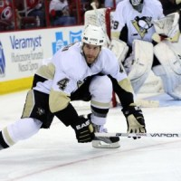 Rob Scuderi isn't the least bit worried about Sidney Crosby's goal-scoring drought. (James Guillory-USA TODAY Sports)