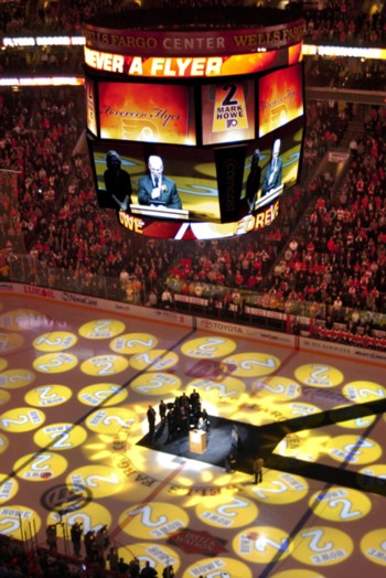 The Flyers retired Mark's number in 2012 (Credit: Centpacrr at en.wikipedia)
