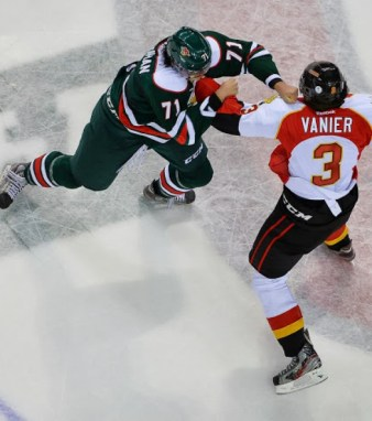 Alexis Vanier of Baie-Comeau Drakker fights Connor Moynihan of the Halifax Mooseheads. [photo: David Chan]