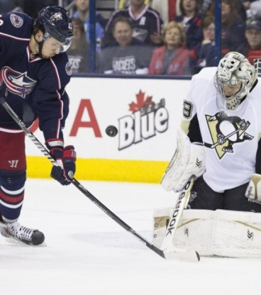 Marc-Andre Fleury bounced back to beat the Columbus Blue Jackets after a crucial mistake in Game 4 of the 2014 Playoffs. (Greg Bartram-USA TODAY Sports)