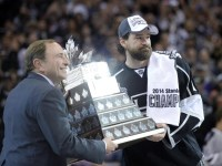Justin Williams accepting the Conn Smythe Trophy in 2014 (Gary A. Vasquez-USA TODAY Sports)