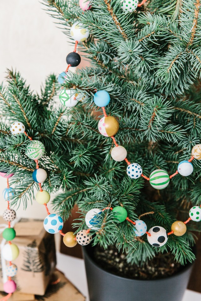 DIY_painted_wood_bead_garland_17