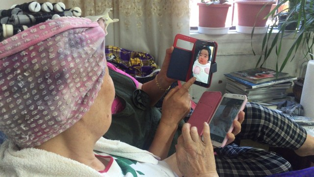 Seniors chat about their daily lives, and love to brag about their families. With access to smartphones, everyone can easily show off pictures of a newborn granddaughter or a handsome grandson.