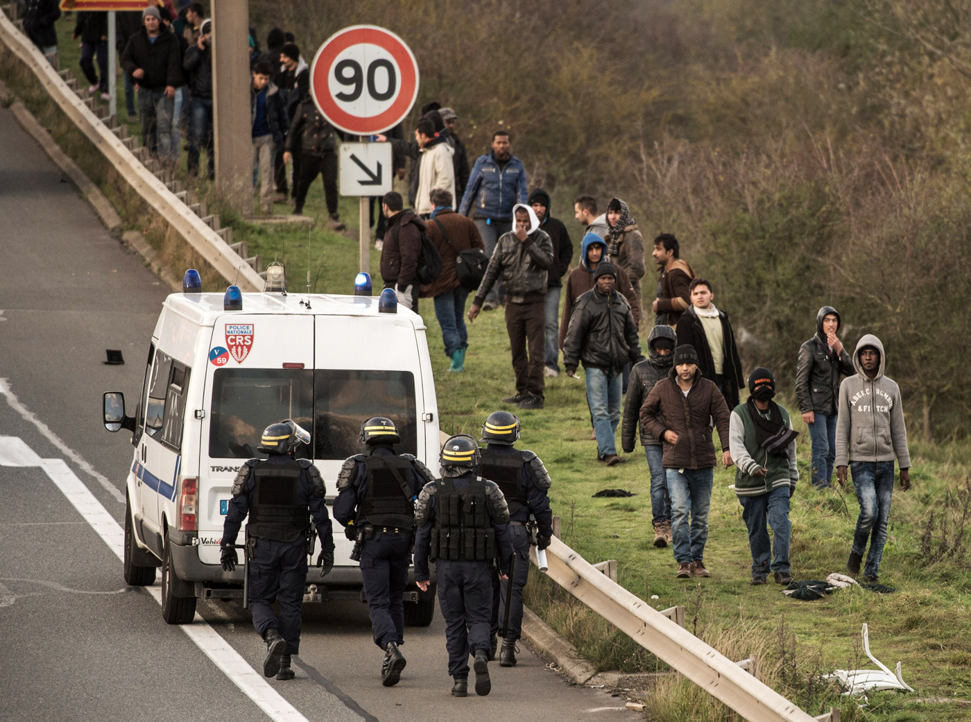 Bus Paris Calais In France Refugees Risk Death For England The Intercept