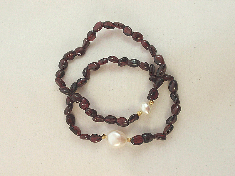 Le481g Garnet And Freshwater Pearl Stretch Bracelet The