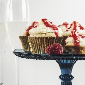 What to Bring to a Holiday Party: Raspberry White Chocolate Cupcakes with Mascarpone Frosting