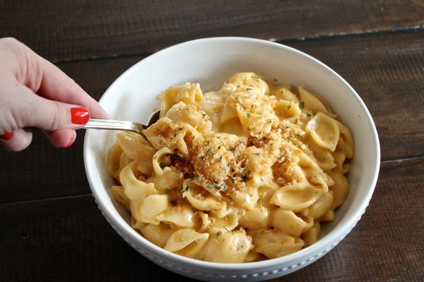 Creamy Cheddar Mac and Cheese via The Kittchen