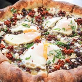 Robert's Pizza in Streeterville