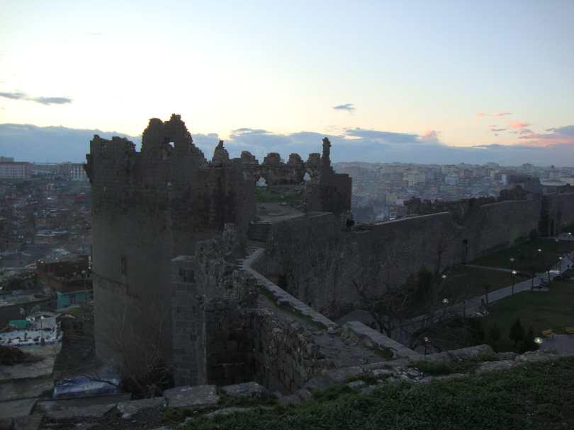 diyarbakir-wall-and-tower-1