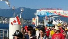 Les Vancouvérois de tous les horizons célèbrent la Fête du Canada à Canada Place. La dynamique multiculturaliste change le visage de Vancouver. | Photo par Luc Bognono
