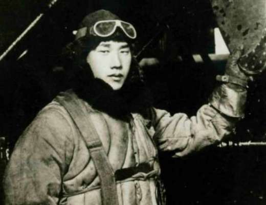 Japanese navy pilot Nobuo Fujita became an honorary citizen of Brookings, Oregon, after he tried to fire bomb it