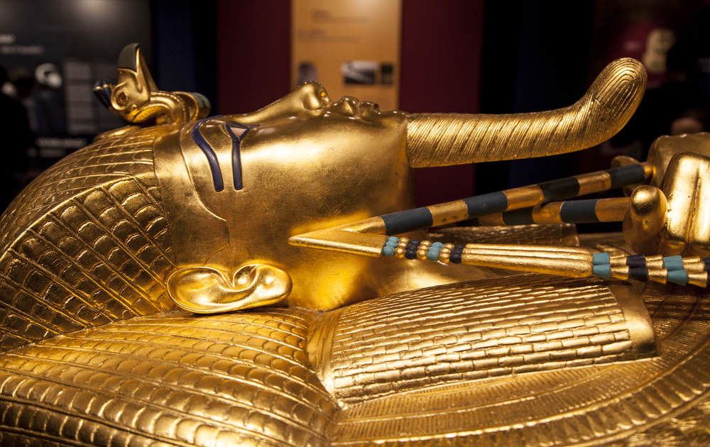 archaeologists scarp effort to find the tomb of queen Nefertiti at the tomb of king pharaoh Tutankhamun