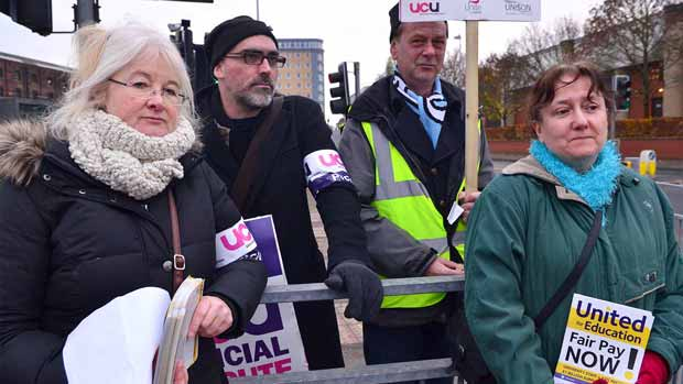 University of Lincoln union members took part in a second strike over pay. Photo: Steve Smailes for The Lincolnite