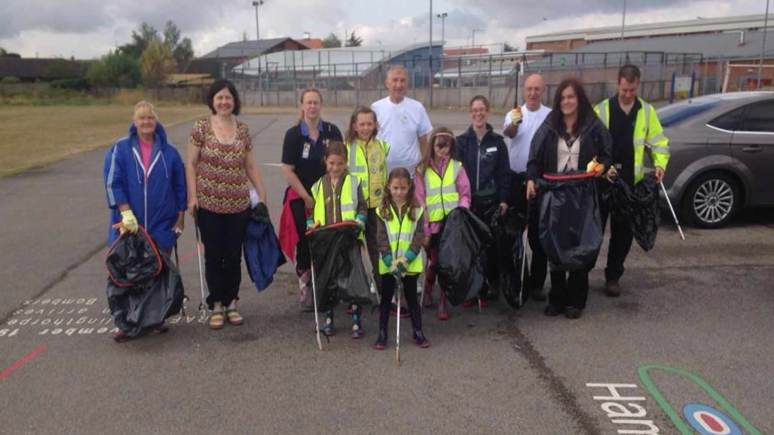 The volunteers taking part in the Birchwood litter pick. Photo: Cllr Rosanne Kirk