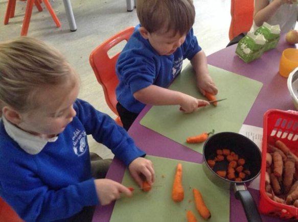 Washingborough Academy pupils making honeyed carrot soup.