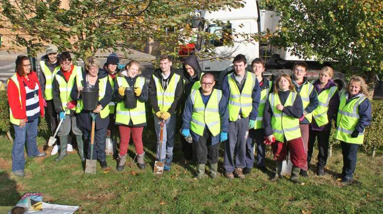 Students from St Francis school help to plant 40 kilos of daffodil bulbs at Branston