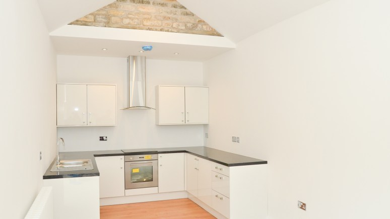 Kitchen in one bed apartment: Photos by Steve Smailes